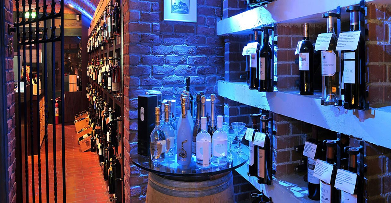 THE OAK TREE WINE CELLAR & WINE BAR